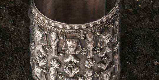 metal bracelet with Egyptian motifs